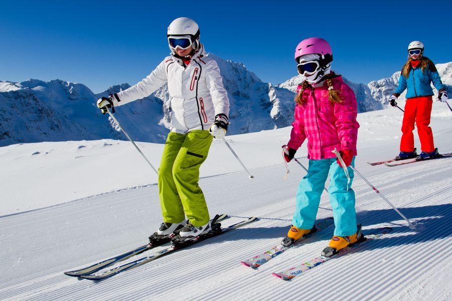 На таких видеороликах можно получить качественные советы,для тех, кто хочет освоить катание на лыжах